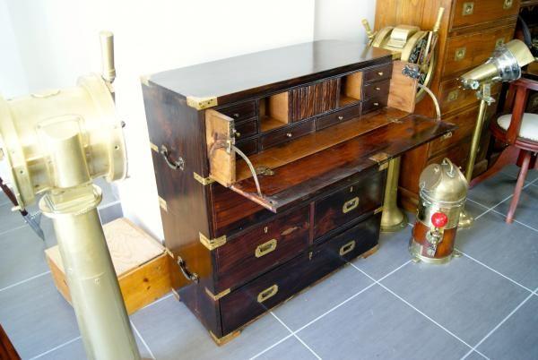 http://www.la-timonerie-antiquites.com/fr/antique/1065/ancienne-commode-marine-en-palissandre-massif-a-2-corps