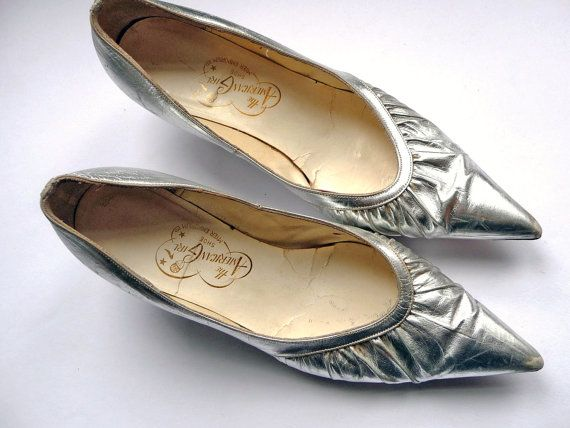 Silver leather shoes - Vintage 60's shoes - pointy toes kitten heels 1960s 60s
