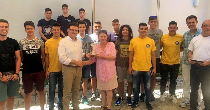 Τους πρωταθλητές του Γενικού Λυκείου Σουφλίου τίμησε ο Αντιπεριφερειάρχης Έβρου http://ift.tt/2s9jd9t