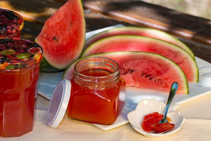 Une gelée de pastèque pour ravir nos papilles. La pastèque est un fruit que j'apprécie particulièrement. Rafraichissante en période de chaleur ...