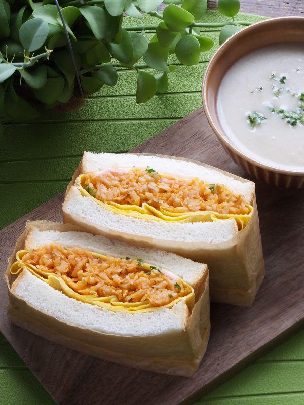 具がはみ出ない!食べやすい!「極厚サンド」の作り方   レシピサイト ... 【レシピ】じゃがナポリタンの卵包み極厚サンド。作りやすく食べやすい♪