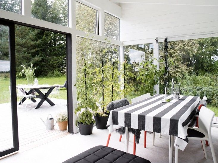I have a soft spot for spaces covered in windows and filled with plants; in a perfect world, I'd live in a home that closely resembles a greenhouse, with l