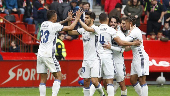 Real Madrid keep up the level with Barcelona robbing Deprotivo 6-2