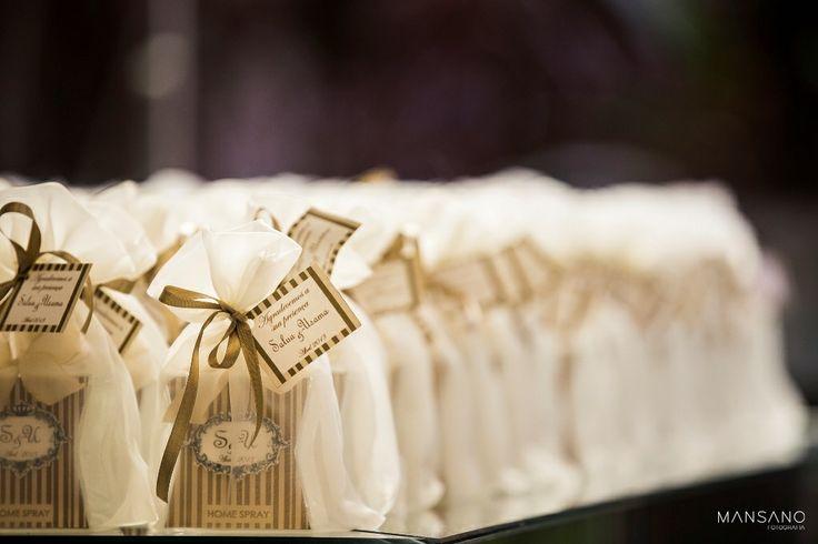 """Casamento em Foz do Iguaçu Organização de Eventos - Paz Casamentos """"Wedding Planner""""  Cerimonial de Eventos - Paz Casamentos  Espaço de Eventos - Bourbon Convention Center Buffet de Casamentos - Hotel Bourbon Música  Decoração e Flores: Martins Decorações  Fotos de Casamento - Mansano Fotografia Vídeo de Casamento - Rafael Bechin  www.pazcasamentos.com.br www.facebook.com.br/pazcasamentos www.youtube.com.br/paztur e-mail - eventos@paztur.com.br twitter - @Paz Casamentos"""