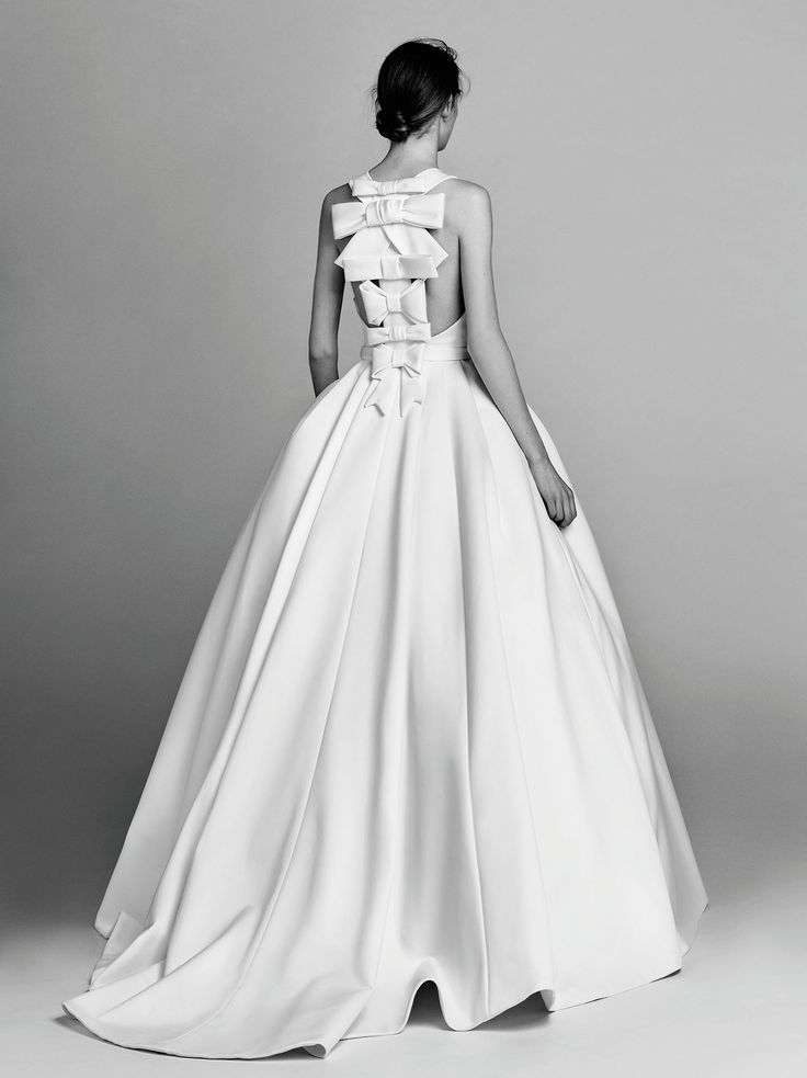 Victor-and-Rolf-fall-2017-bridal-fashion-show-the-impression-03