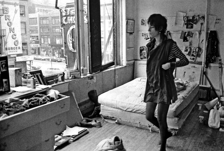 Patti smiths room at the chelsea hotel inspired artists pinterest photographs the o 39 jays - New york girls room ...