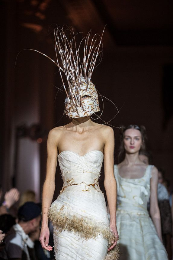 Giles deacon s fashion show at kensington palace vogue for Giles deacon wedding dresses