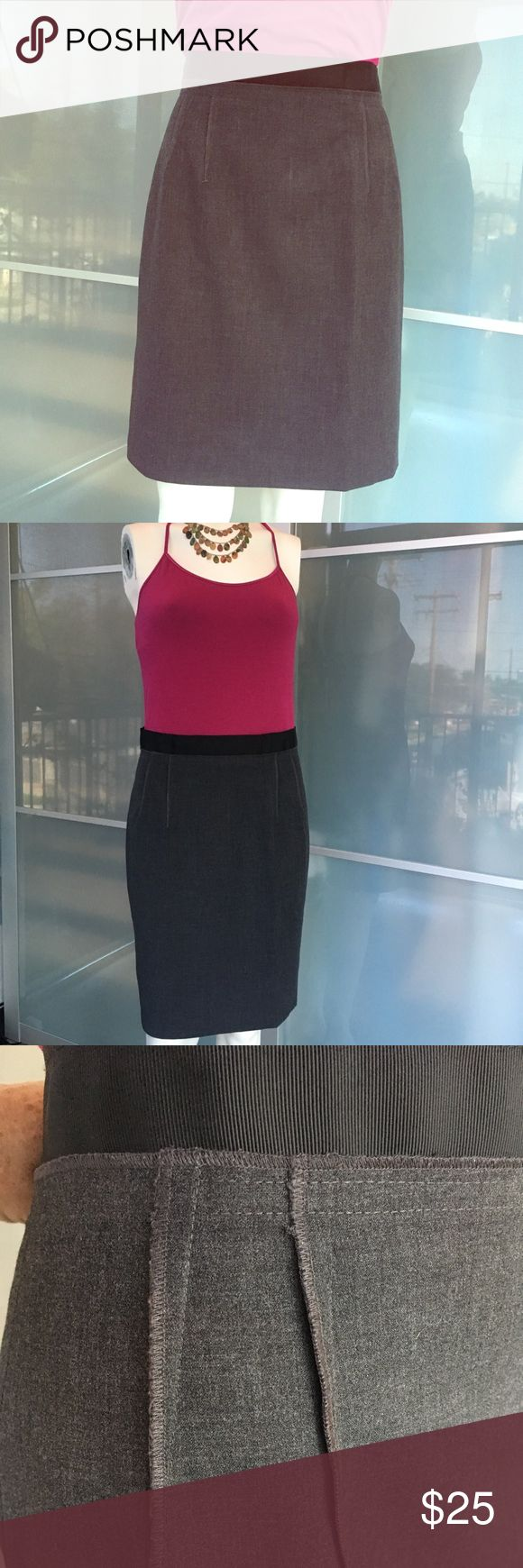 Ann Taylor Loft skirt This crisply tailored skirt has smart darting at the sides and an attractive back zipper. The feminine grosgrain ribbon waistband is a nice touch. Perfect for the office. Fully lined. Size 4, waist 30, length 21. Ann Taylor Skirts Pencil