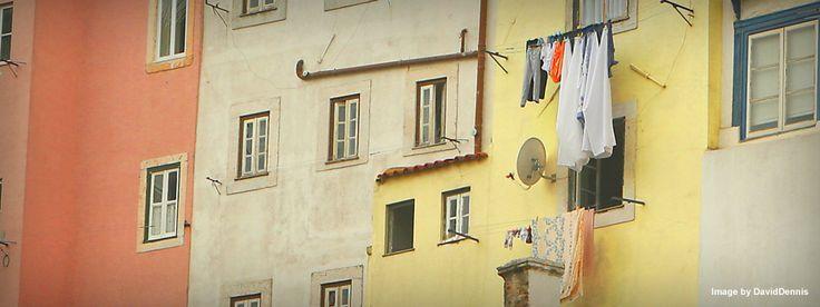 Escadinhas de São Cristóvão - tributo graffiti   Lisbona Spotted by Locals