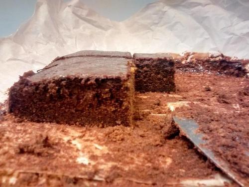 Fantastisch! Sponzige chocoladecake van spelt met een lekkere glazuur van pure chocolade. FODMAP-okay natuurlijk!