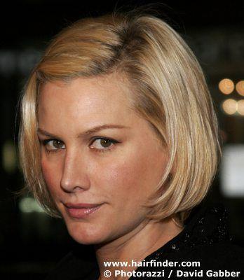 Alice Evans' short, blonde bob hairstyle.