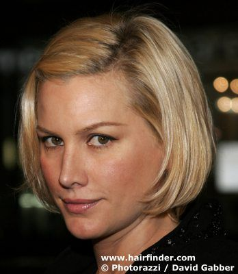 Alice Evans' short, blonde bob hairstyle.