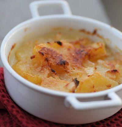 Ecco per voi la ricetta piemontese delle patate alla savoiarda, un contorno buonissimo e goloso perfetto per tutte le occasioni soprattutto ora che inizia a far freddo.