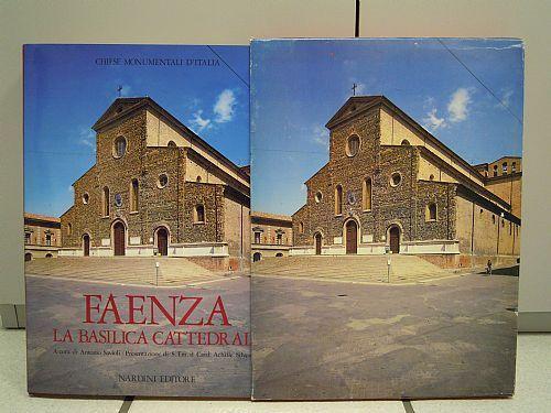 Faenza, la basilica cattedrale-A. Savioli, A. Silvestrini. 1988 Nardini editore. 219 pp con immagini a colori e in bianco e nero, 24x32 cm, copertina rigida con astuccio.
