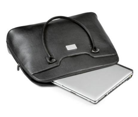 This stylishly elegant Portland Ladies Laptop Bag comes in simulated leather and fits only 15″ laptops. The recessed zip pullers allows for the application of domed stickers, while the branding plaque adds life and character to the bag.