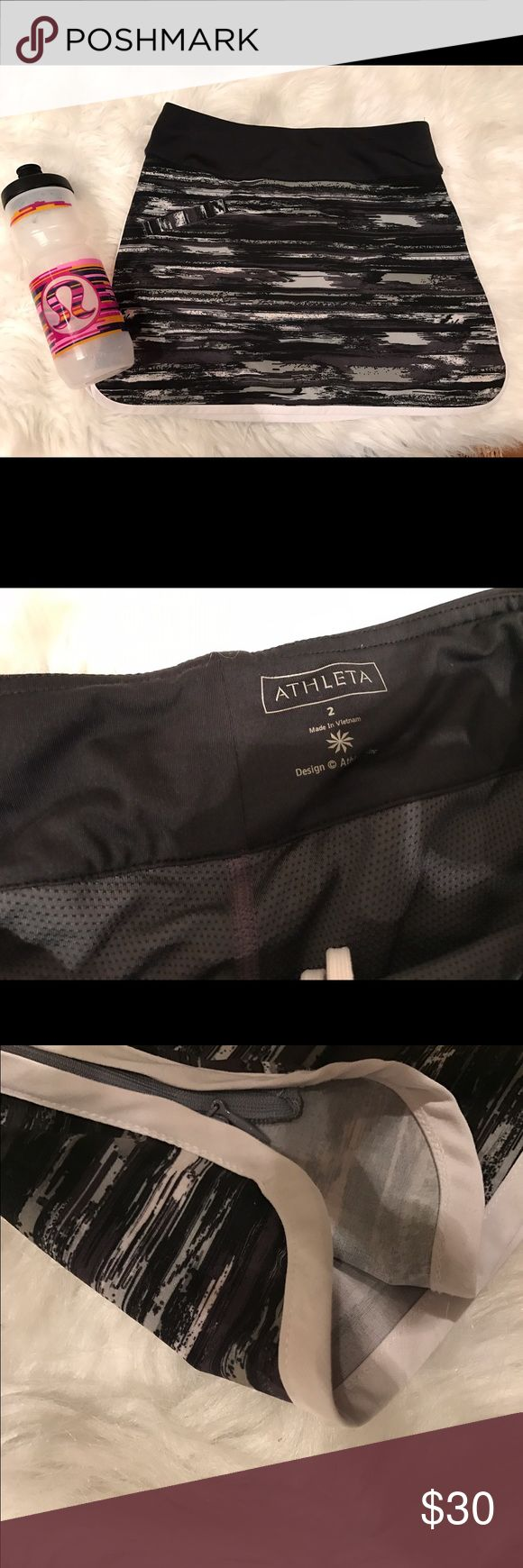 Athleta skirt Athleta women's sport skirt with shorts This skirt is perfect for the sporty look the colors are well put together the zipper on the side it work perfectly fine there are no stains rips or fades ! The skirt is true to size 💌📦packed with love 📦💌‼️no trades‼️🚫price is firm🚫 Athleta Skirts Mini