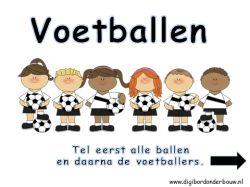 Digibordles: Voetballen. tel eerst alle ballen en daarna alle voetballers. http://digibordonderbouw.nl/index.php/rekenen1/tellen