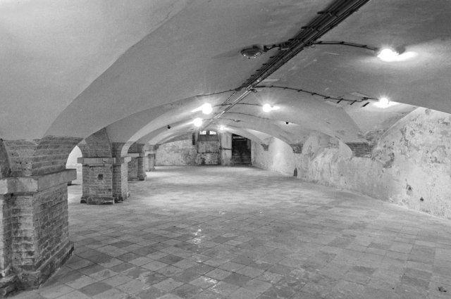 Vleeshal Haarlem. Gotische gewelven van de kelder waar thans het Archeologisch Museum zich bevindt.