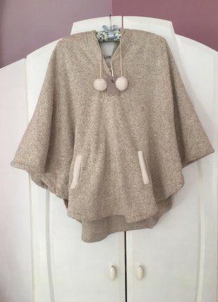 Kup mój przedmiot na #vintedpl http://www.vinted.pl/damska-odziez/peleryny-narzutki/17017645-nowe-szare-cieple-ponczo-narzutka-uniwersalny-tu