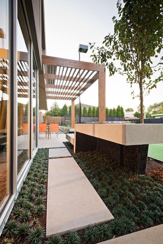 Warm minimalism landscape design in Caulfield | Designhunter - architecture & design blog