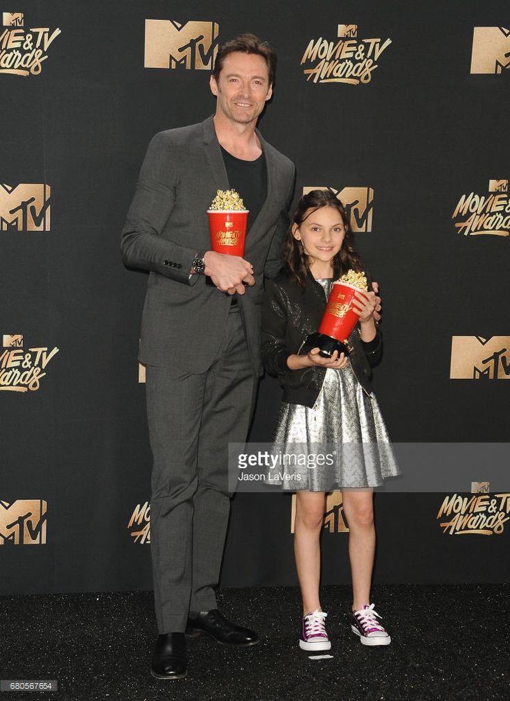 Fotografia de notícias : Hugh Jackman and Dafne Keen poses in the press...