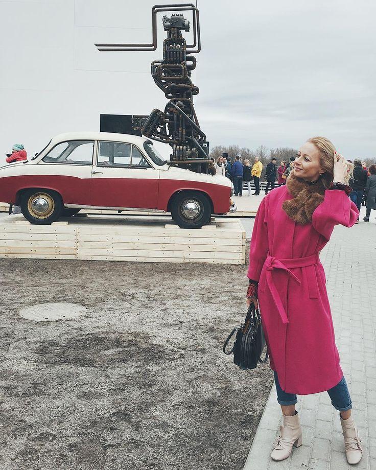 Modern art museum Warsaw/ pink coat/ ootd/ blogger style