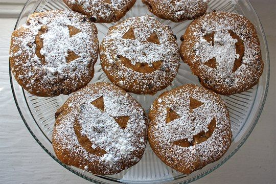 Big and fat, super soft pumpkin chocolate chip cookies for Halloween ...