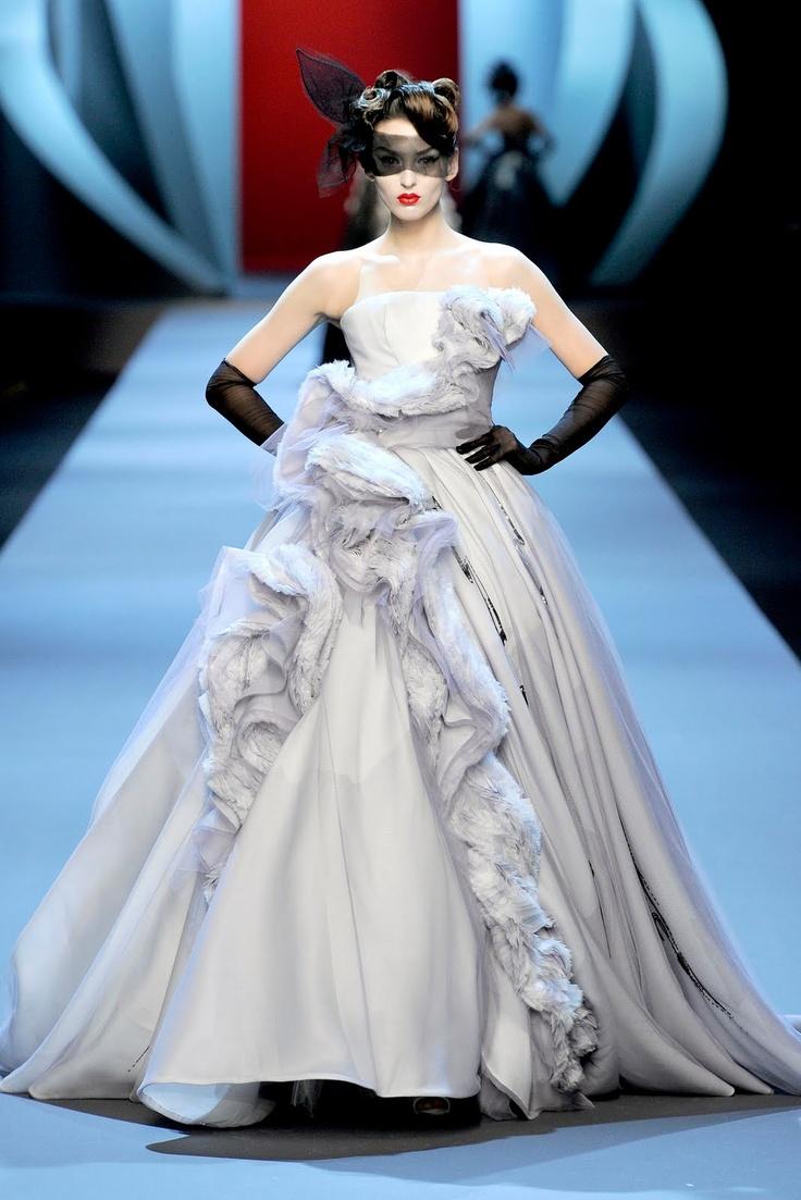John Galliano for Dior Haute Coture PE 2011: Dior Spring, John Galliano, Christiandior, Spring Summer, Couture Dresses, Christian Dior Couture, Red Carpet Dresses, Spring 2011, Haute Couture