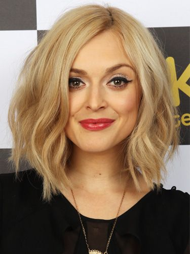 seriously contemplating a shoulder-length (or slightly past that) bob. i like this wavy style.