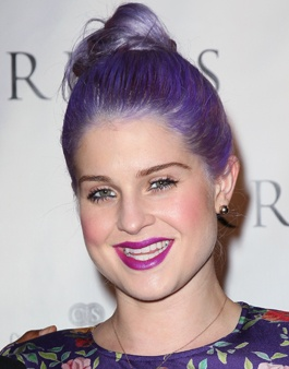 I really like this lip colorBeautiful Makeup, Hair Beautiful, Purple Hair, Hair Colors, Hair And Beautiful, Kelly Osbourne, Hairstyles Ideas, Loose Buns, Lips Colors
