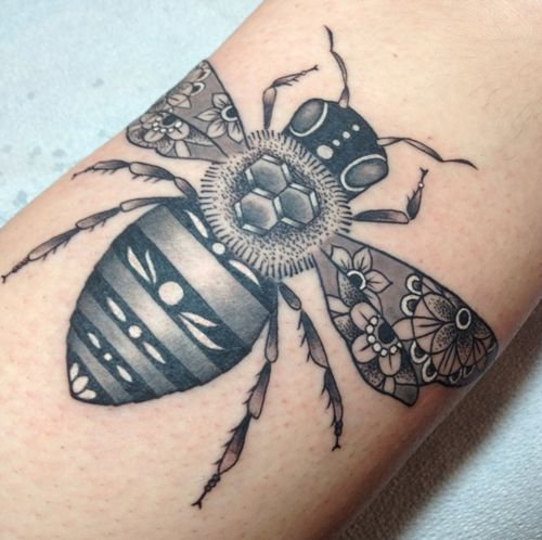 bee tattoo located on calf. by Tami at Tattoo Zoo, Victoria BC