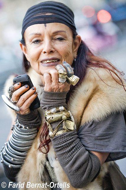 """Michele Lamy. Het grootste advies Michèle Lamy me ooit gaf was: """"verras Altijd je vrienden."""" Het is een ethiek die door haar eigen ambulante en virtuoze leven-een die een succesvolle carrière heeft opgenomen als een advocaat, kleding ontwerper, uitvoerder, filmproducent, en restaurateur gedragen. In de afgelopen tien jaar heeft het leven Lamy ook haar werk als creatief medewerkster met haar man, mode rockster Rick Owens"""