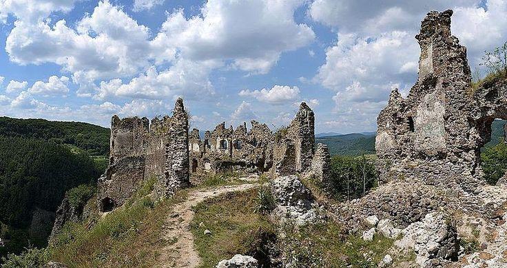 Šášovský hrad (by Pudelek) 1 - Saskő vára – Wikipédia