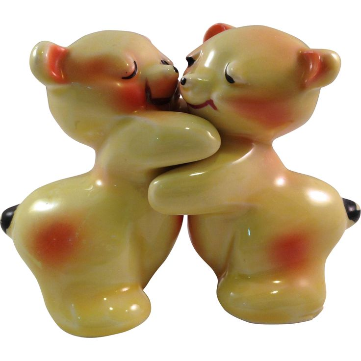 1000 images about salt pepper shakers on pinterest salt pepper shakers vintage ceramic and - Salt and pepper hug ...