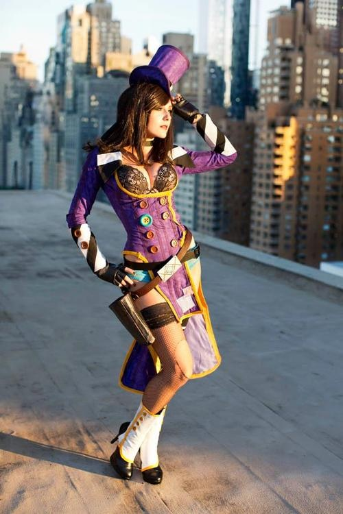 The most buxom and beautiful badass sponsor in all of Pandora: Mad Moxxi!!