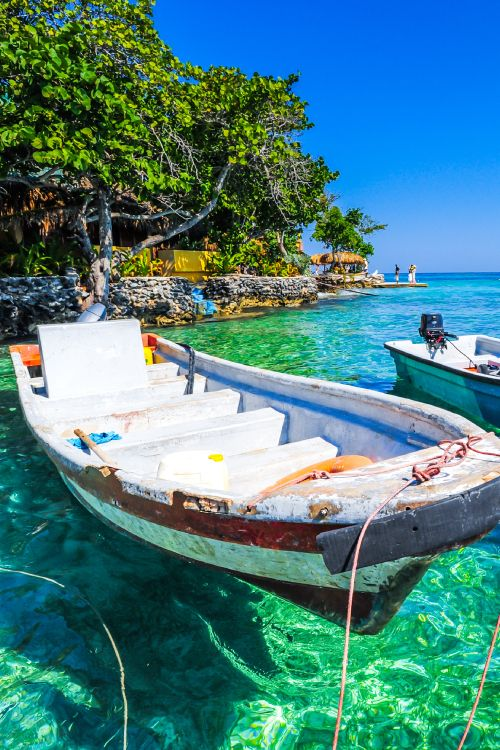 Cartagena is well known for it's UNESCO World Heritage site, but it's also home to the Rosario Islands which are about as close to paradise as you're going to get! #Colombia