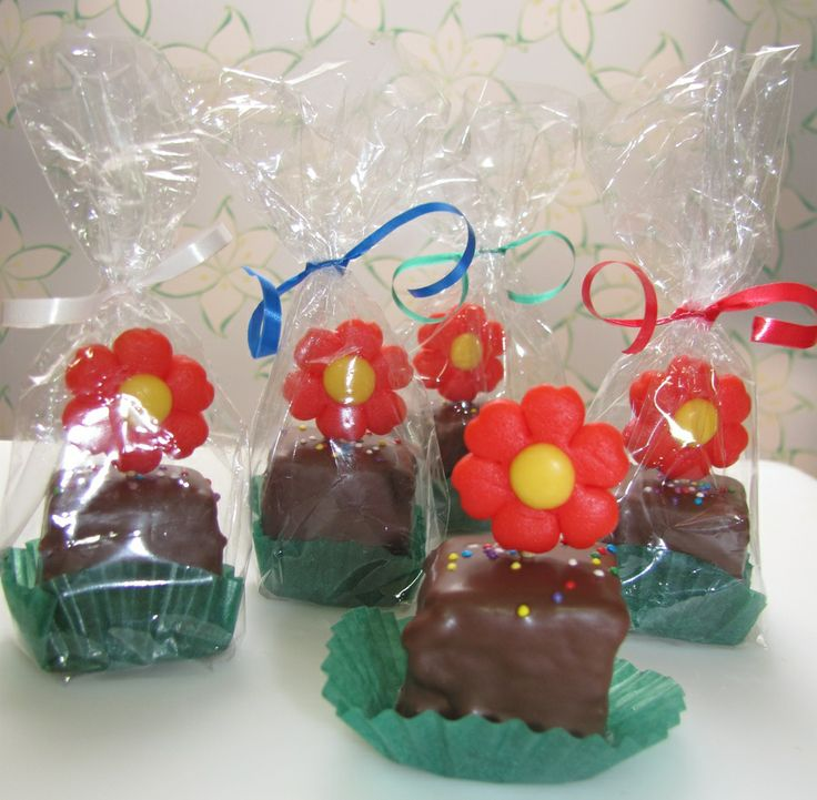 """Materita"": cubito de brownie con mazapán"