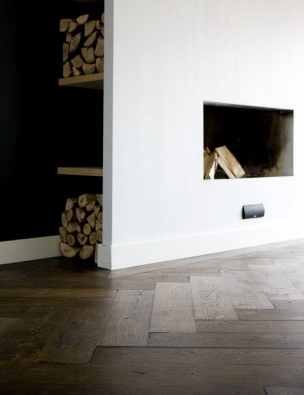 Houten vloer visgraat dubbel gerookt zwarte olie via Uipkes vloeren