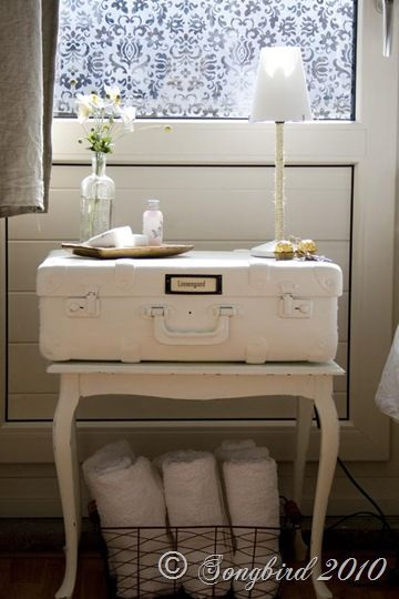 I love this table...towels underneath and space for guest gifts on top. Swoon!
