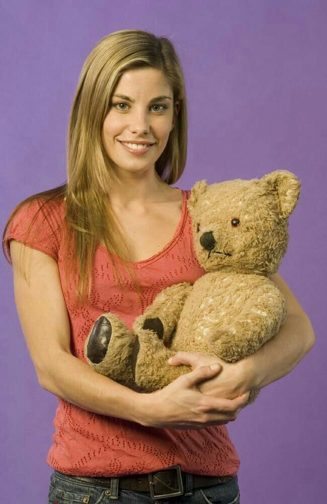 Brooke Satchwell. Actress 💜❤💟💖💗💙💛💚