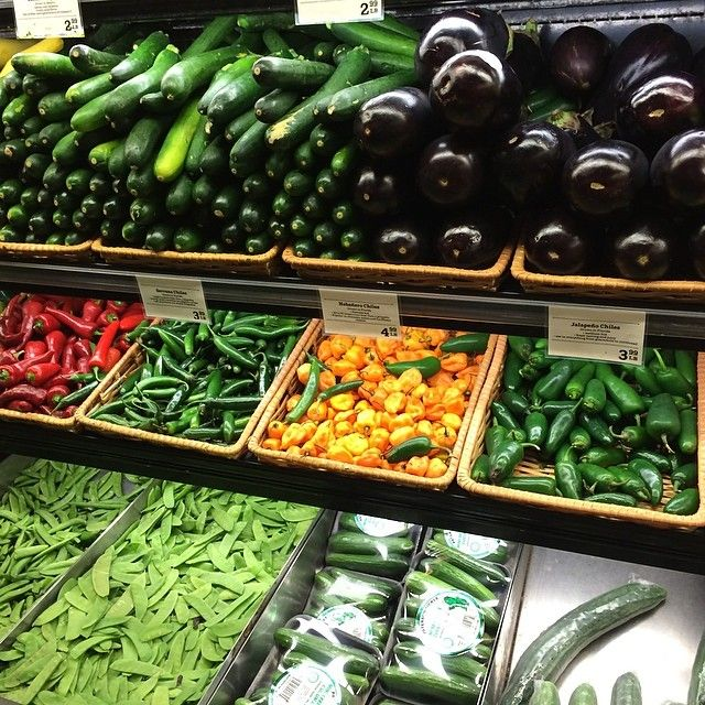 野菜を食べる。2段目はとっても辛いハラペーニョ(唐辛子の一種) デトックスにもいい