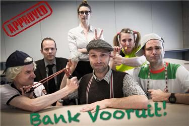 "The pupils from BNP Fortis Paribas called ""Bank Vooruit"" won last year's award for Best Picture. No award for you in 2013, maybe you can try to bribe the referee next time?"