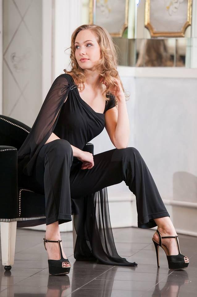 Tuta abito nera con manica in georgette trasparente