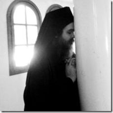 Ορθόδοξα Ωφελήματα: Ο στεναγμός του αδικημένου δεν πρόκειται να αφήσει την προσευχή του αδίκου ανθρώπου να φθάσει στο Θεό