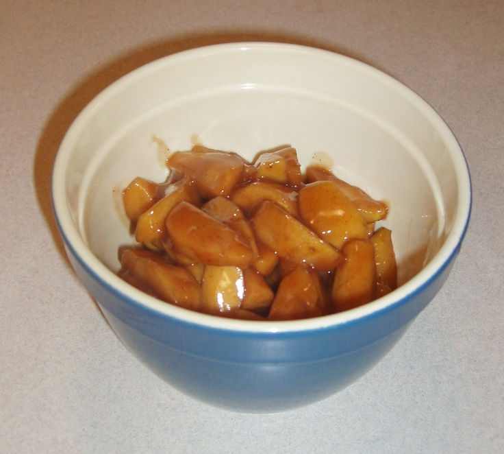 Crockpot Cinnamon Apples: Cracker Barrel Copycat    5 to 6 cups of firm tart apples such as American Cameo or Granny Smith  1/3 cup brown sugar  1 tsp ground cinnamon  1/4 tsp ground nutmeg  2 tablespoons of corn starch  1/2 cup apple cider