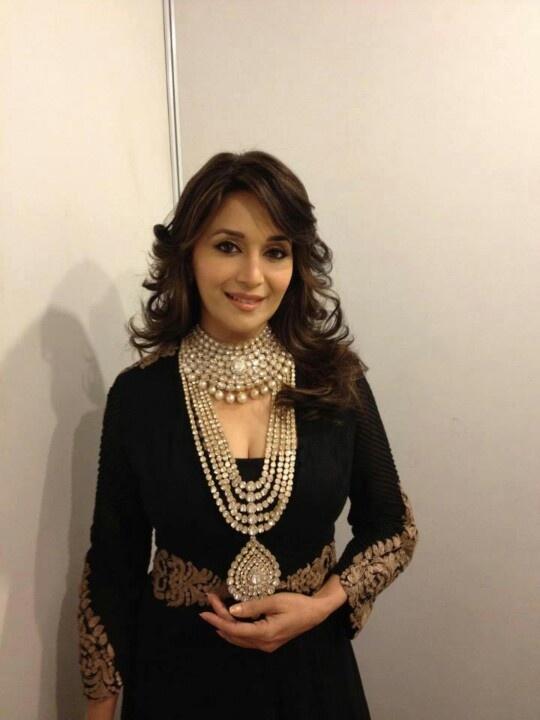 So b'ful Indian jwellery @ madhuri dixit