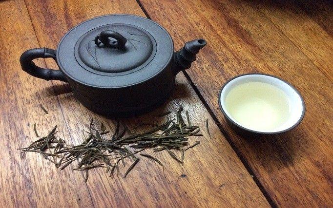 Te gusta el té blanco o quieres saber más sobre el? Aquí compartimos nuestro blogpost sobre el té blanco Pai Mu Tan. http://www.alouthe.com/un-te-blanco-llamado-pai-mu-tan/
