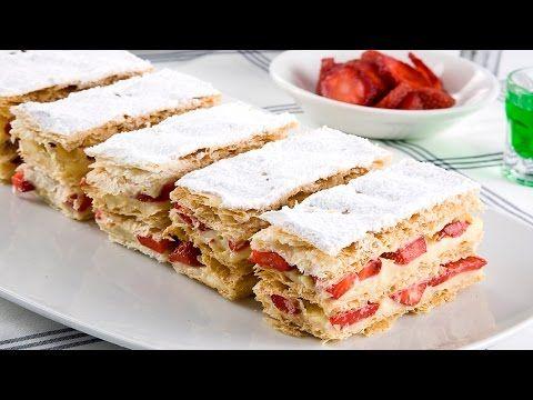 Çilekli Milföy Pasta 6 kişilik Pişirme süresi: Orta ateşte 5 dakika, Önceden ısıtılmış 180 derece fırında 20 dakika. Malzemeler: 5 adet milföy hamuru, Kremas...