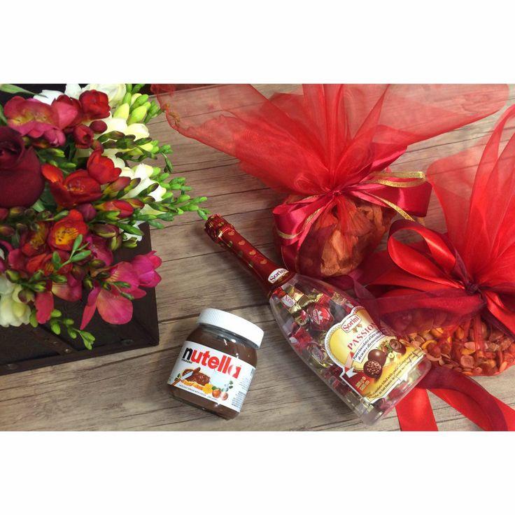 www.hodoliva.com ارسال بهترین و شیک ترین پکیج های گل و هدیه در تهران سفارشی سازی در وب سایت هدولیوا و  یا تماس با شماره های: 09019595005 و 02144325005