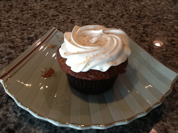 Ginger and molasses cupcakes | Cake design and cupcakes | Pinterest
